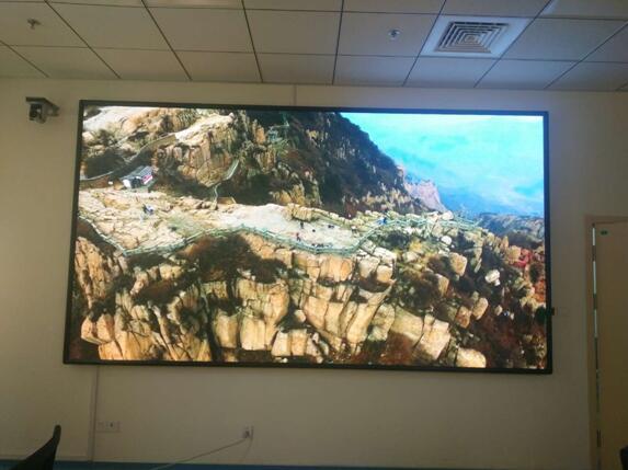 泰安市市立医院大厅及会议室P2.5全彩屏30平方